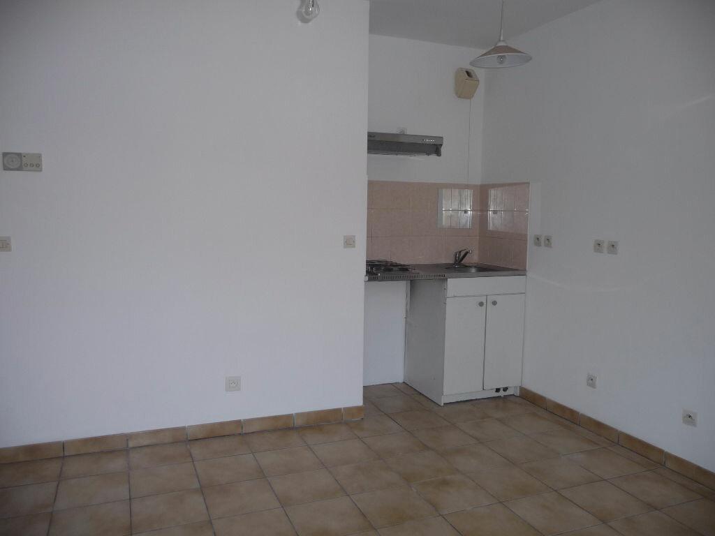 Location Appartement 1 pièce à Tremblay-en-France - vignette-1