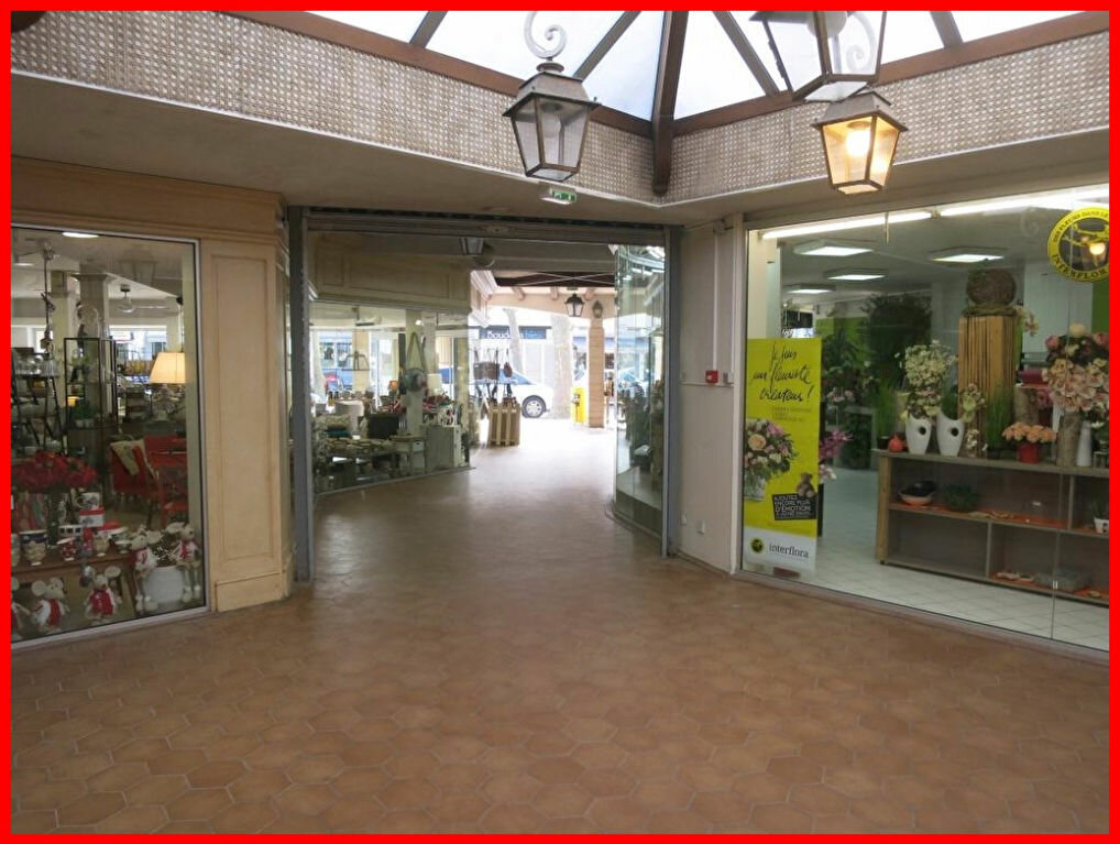 Location Local commercial  à Saint-Jean-de-Monts - vignette-2