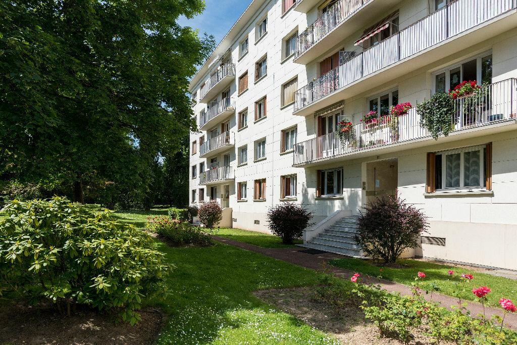 Achat Appartement 3 pièces à La Celle-Saint-Cloud - vignette-2