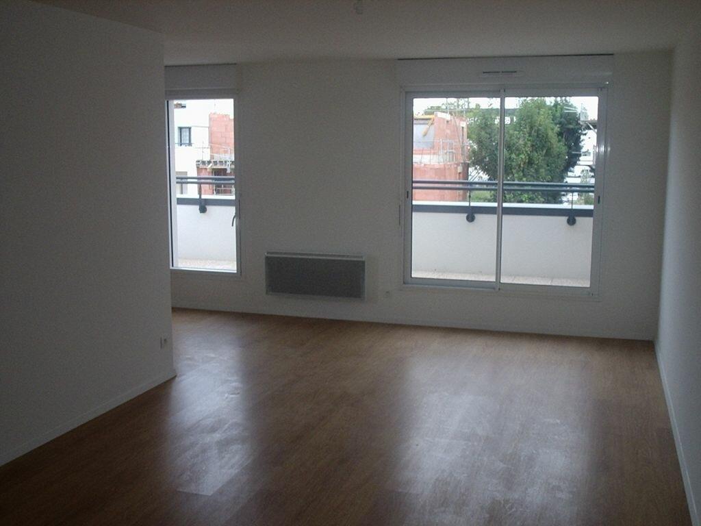 Location Appartement 3 pièces à Compiègne - vignette-1