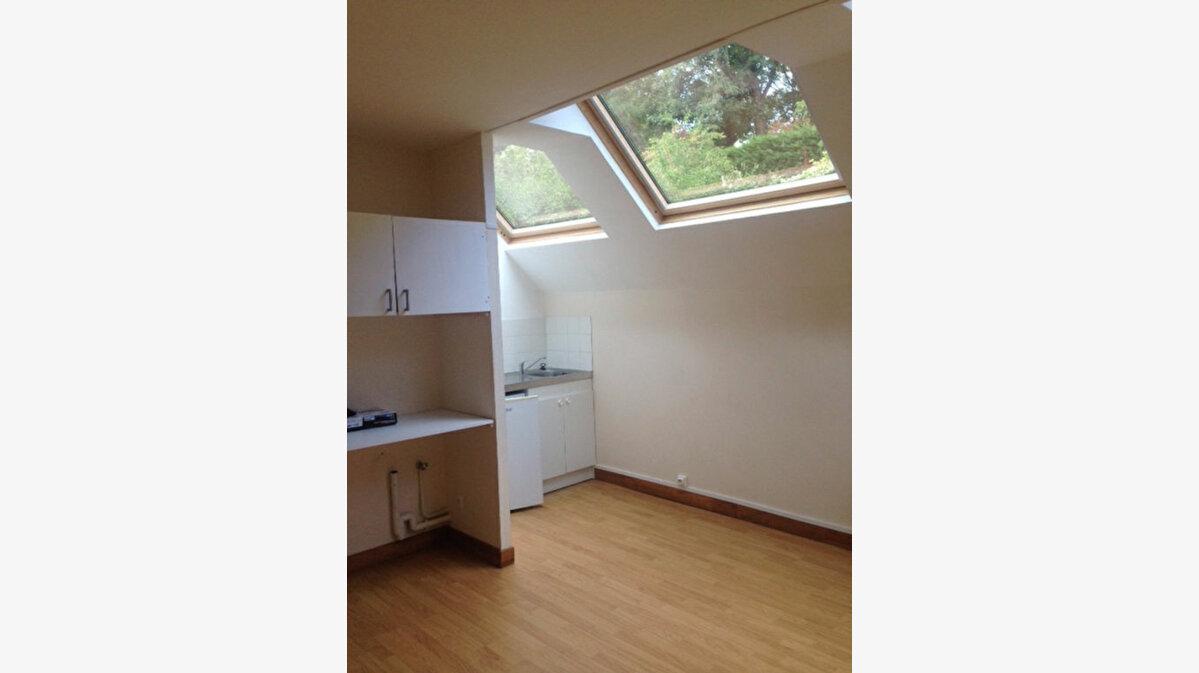 Location Appartement 1 pièce à Pierrefonds - vignette-1