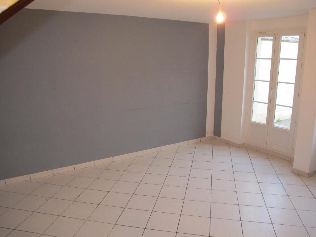 Location Maison 3 pièces à Cuise-la-Motte - vignette-1