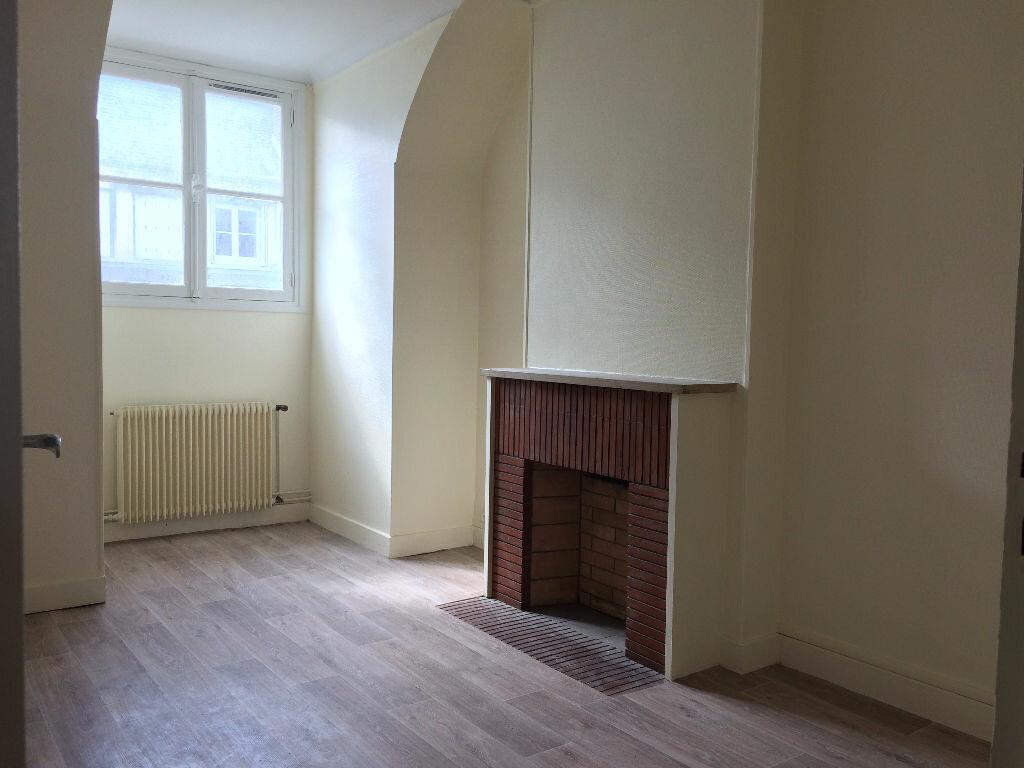Location Appartement 4 pièces à Compiègne - vignette-2