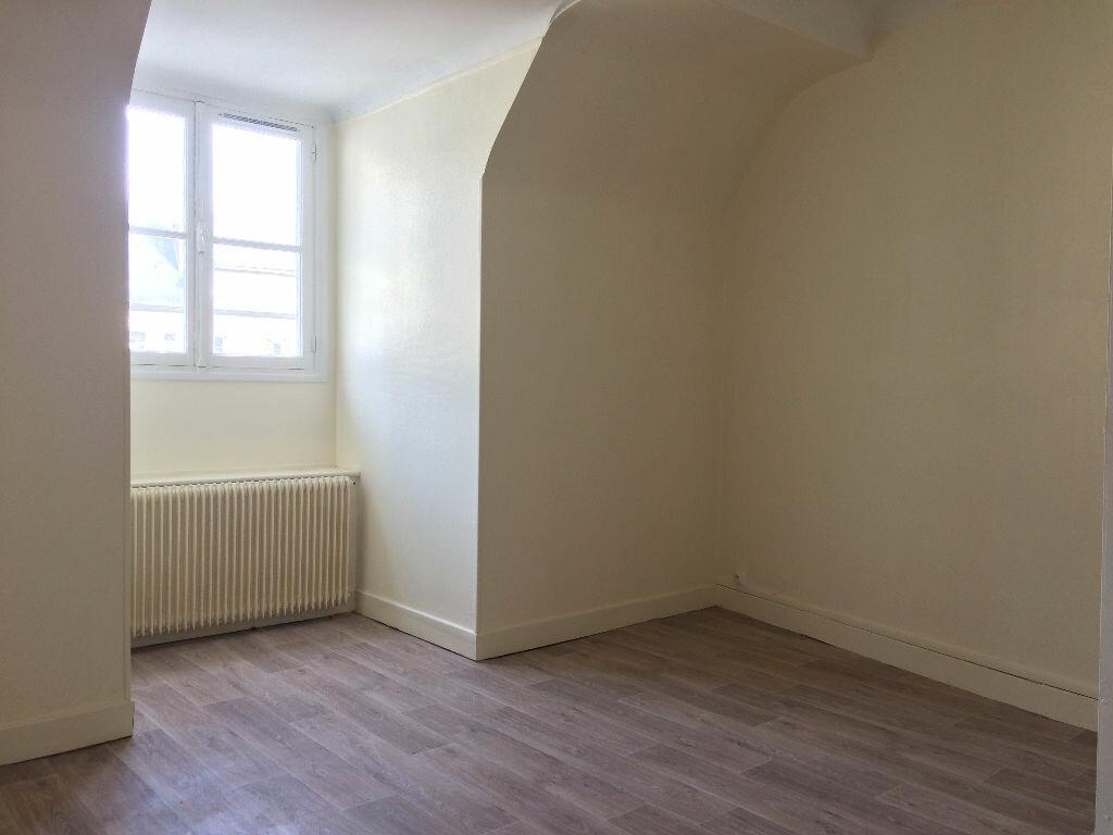 Location Appartement 4 pièces à Compiègne - vignette-3