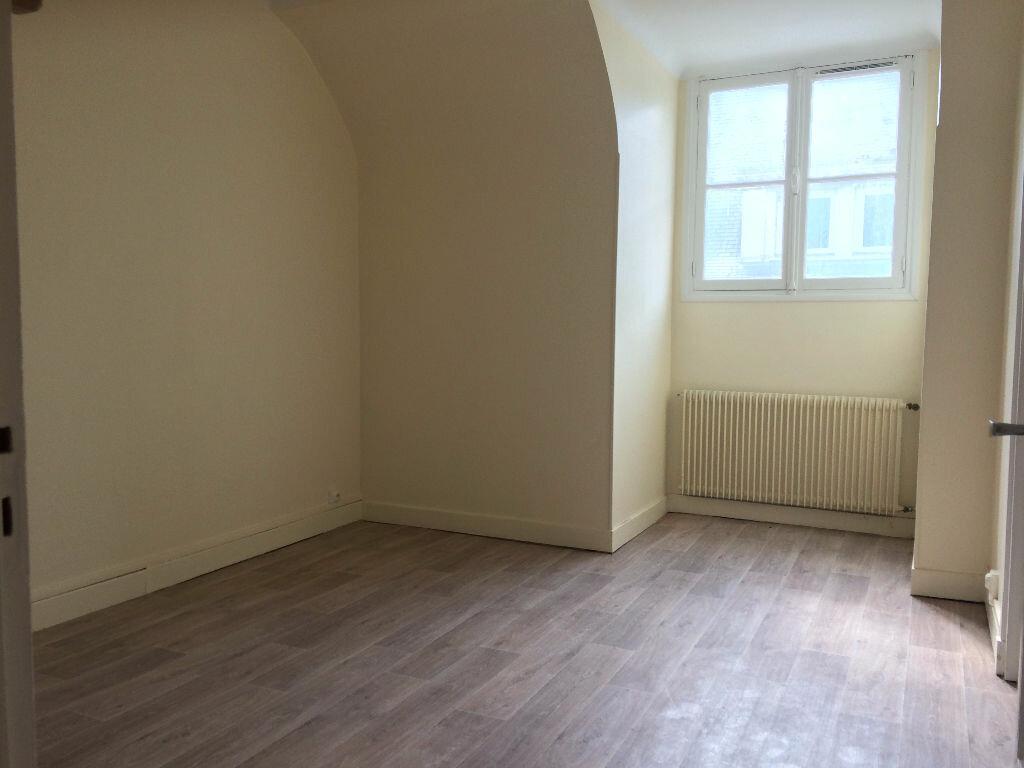 Location Appartement 4 pièces à Compiègne - vignette-4