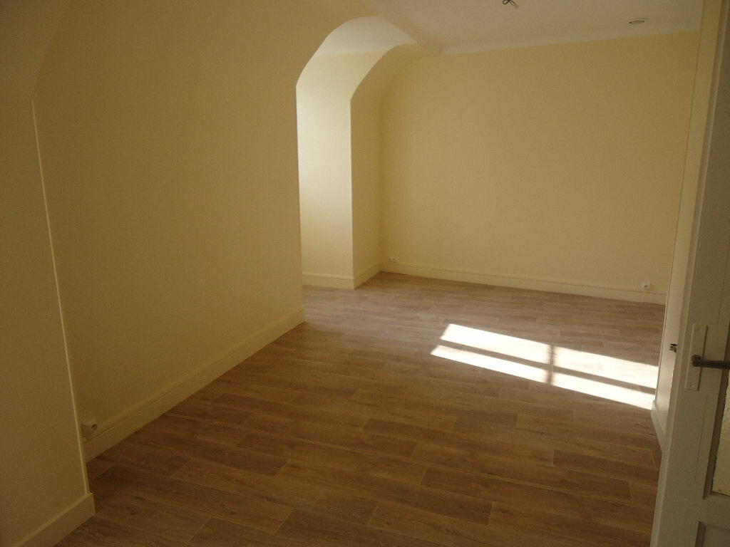 Location Appartement 4 pièces à Compiègne - vignette-5