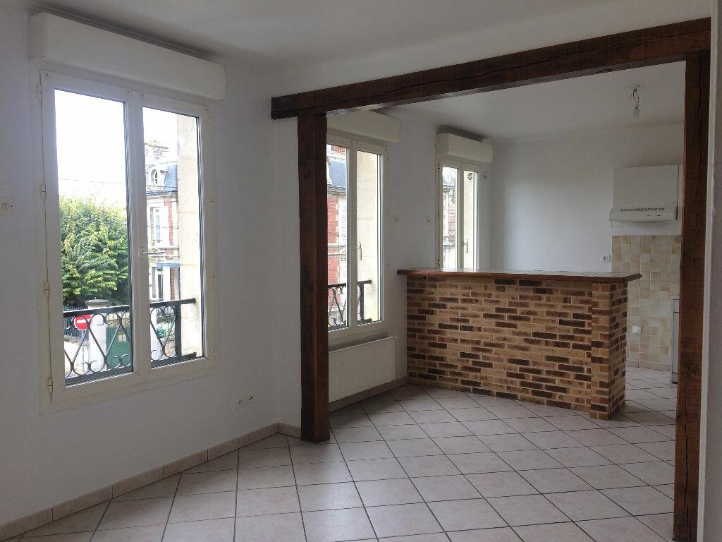 Location Appartement 4 pièces à Margny-lès-Compiègne - vignette-2