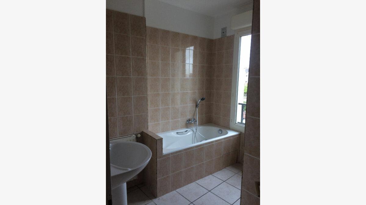 Location Appartement 4 pièces à Margny-lès-Compiègne - vignette-3