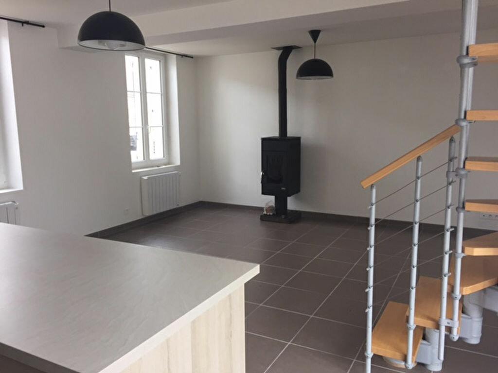 Location Maison 7 pièces à Monchy-Humières - vignette-1