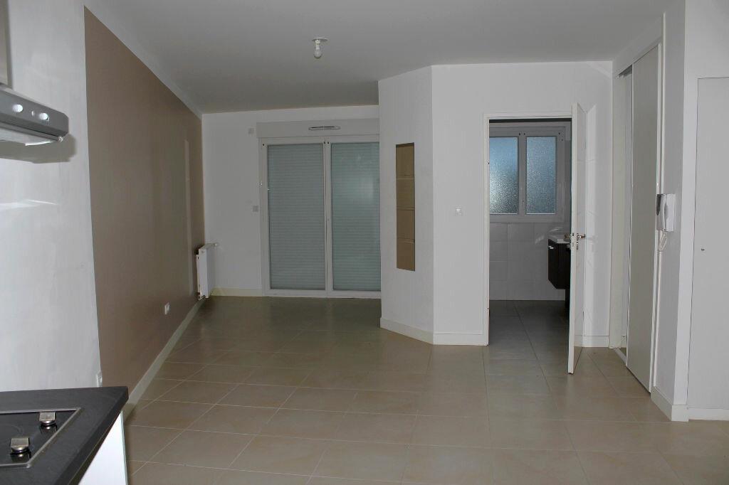 Location Appartement 1 pièce à Sartrouville - vignette-1