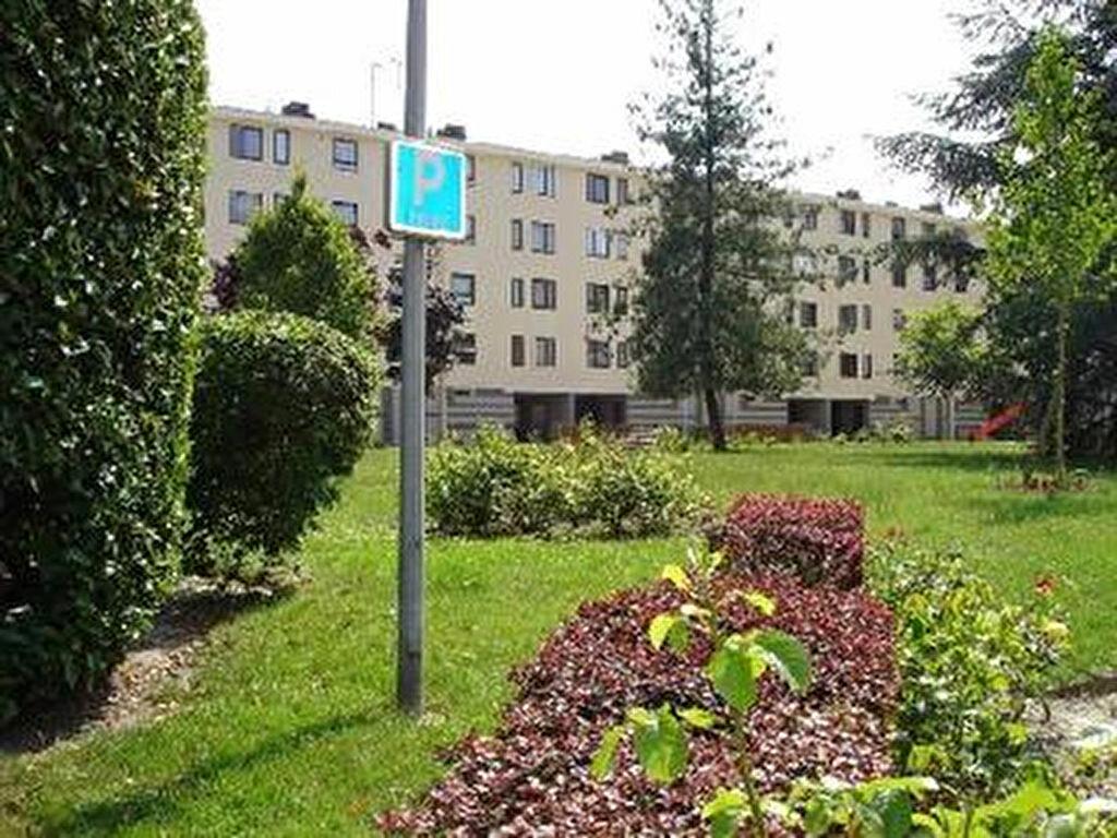 Achat Appartement 4 pièces à Clichy-sous-Bois - vignette-1