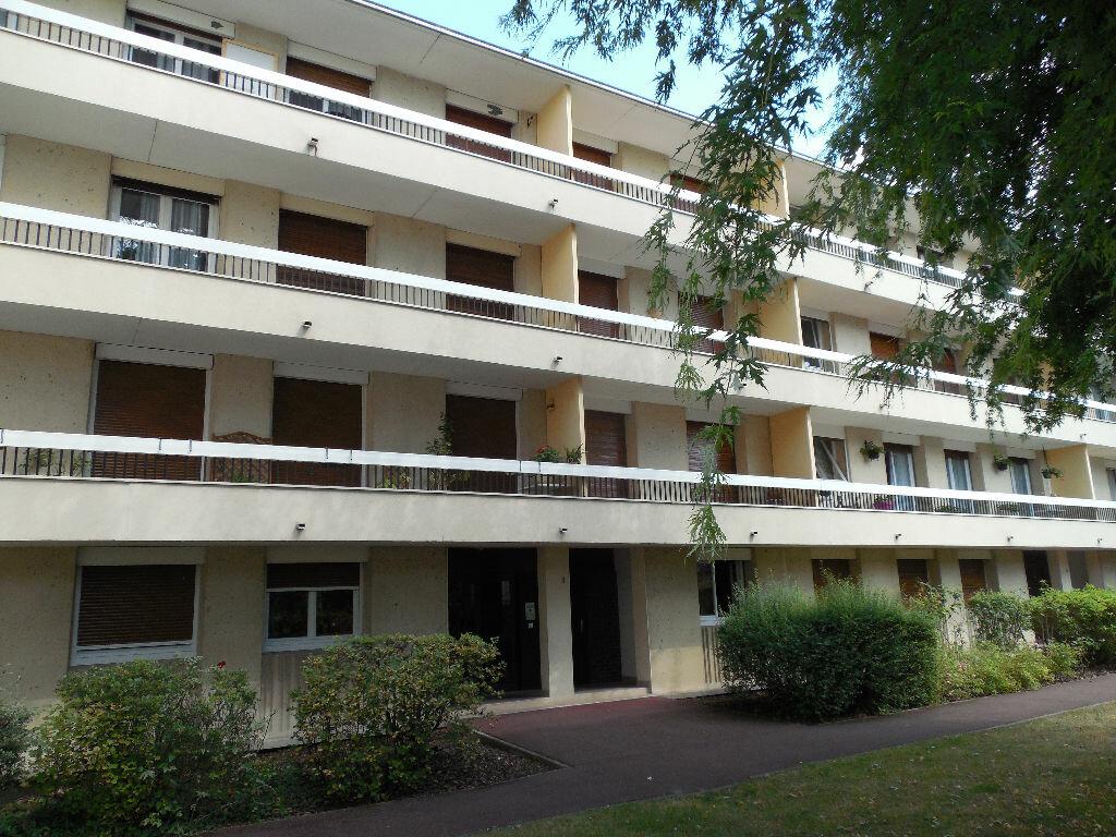 Location Appartement 3 pièces à Livry-Gargan - vignette-1