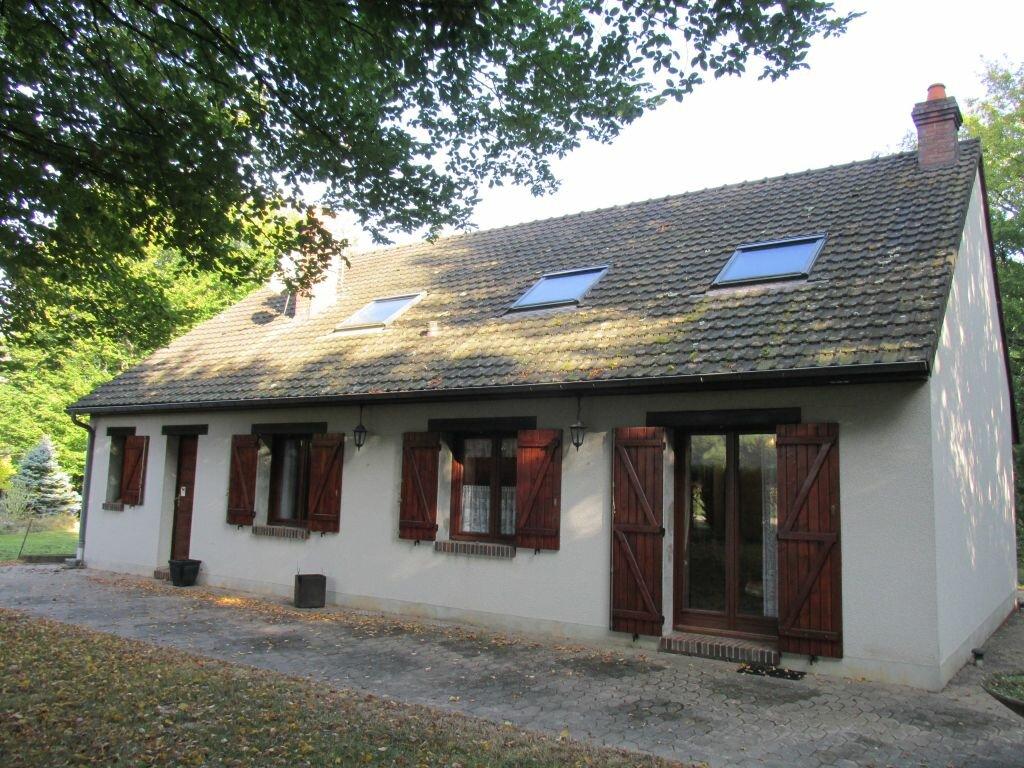 Location Maison 7 pièces à Château-Renard - vignette-1
