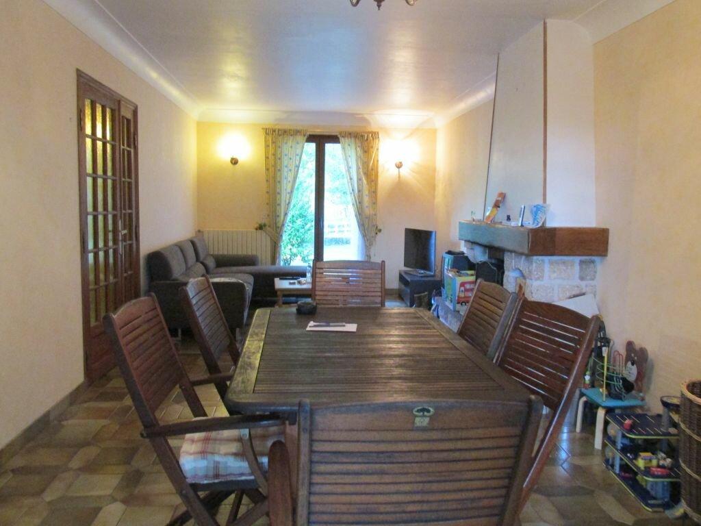 Location Maison 7 pièces à Château-Renard - vignette-2
