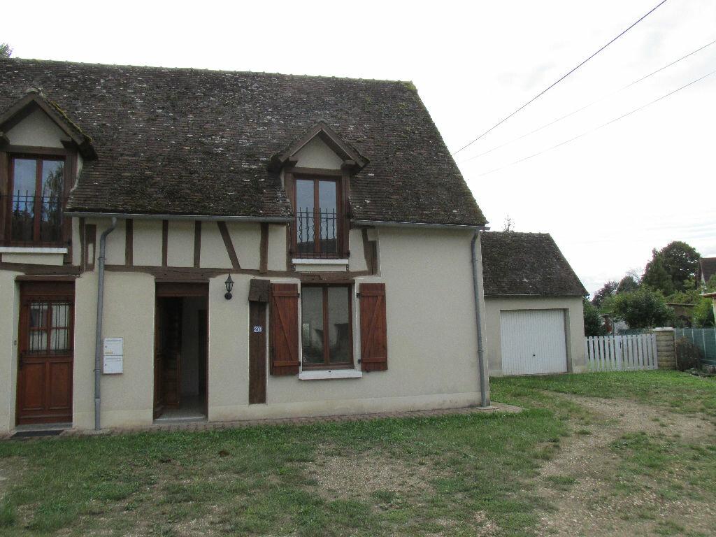 Location Maison 4 pièces à Château-Renard - vignette-1