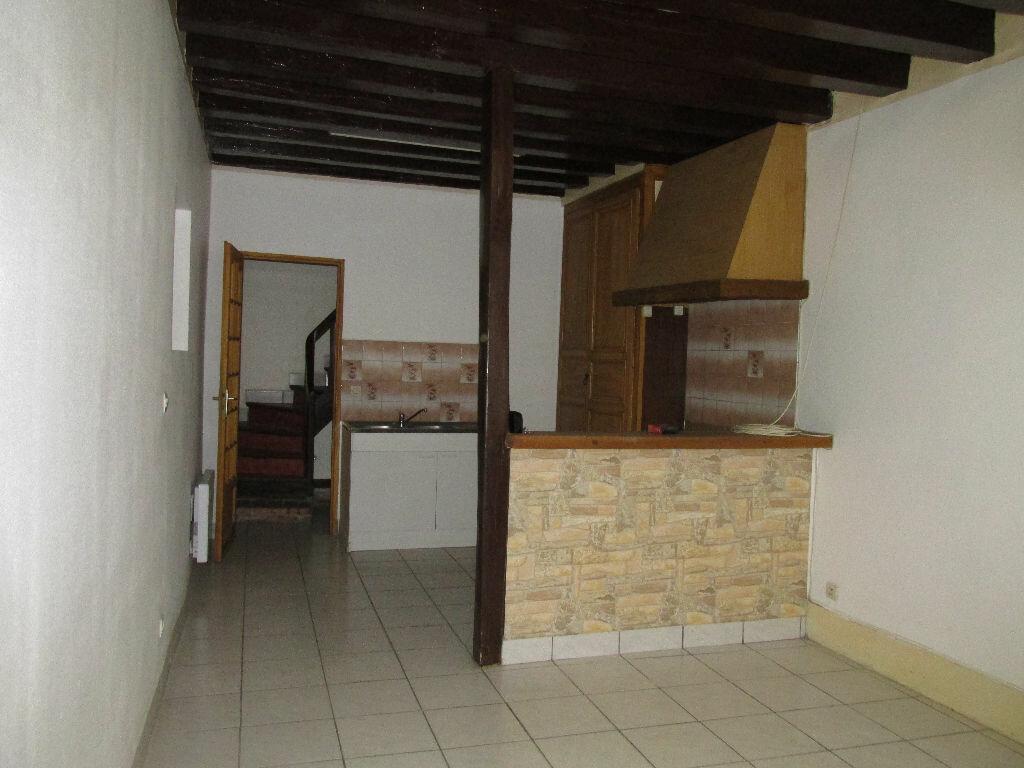 Location Maison 4 pièces à Château-Renard - vignette-2
