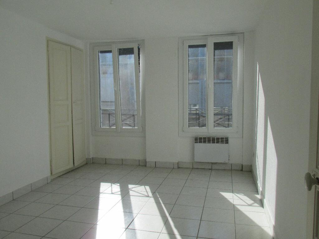 Location Maison 4 pièces à Château-Renard - vignette-3
