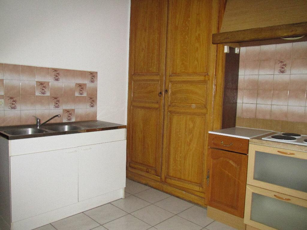 Location Maison 4 pièces à Château-Renard - vignette-4