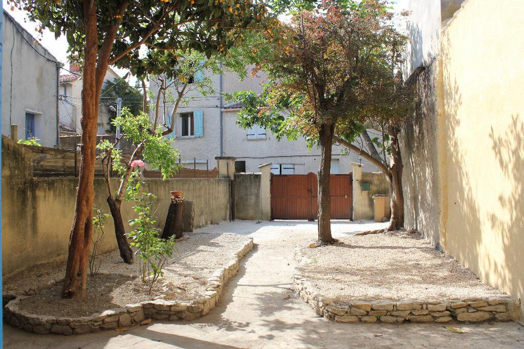 Achat Maison 5 pièces à Saint-Saturnin-lès-Avignon - vignette-3