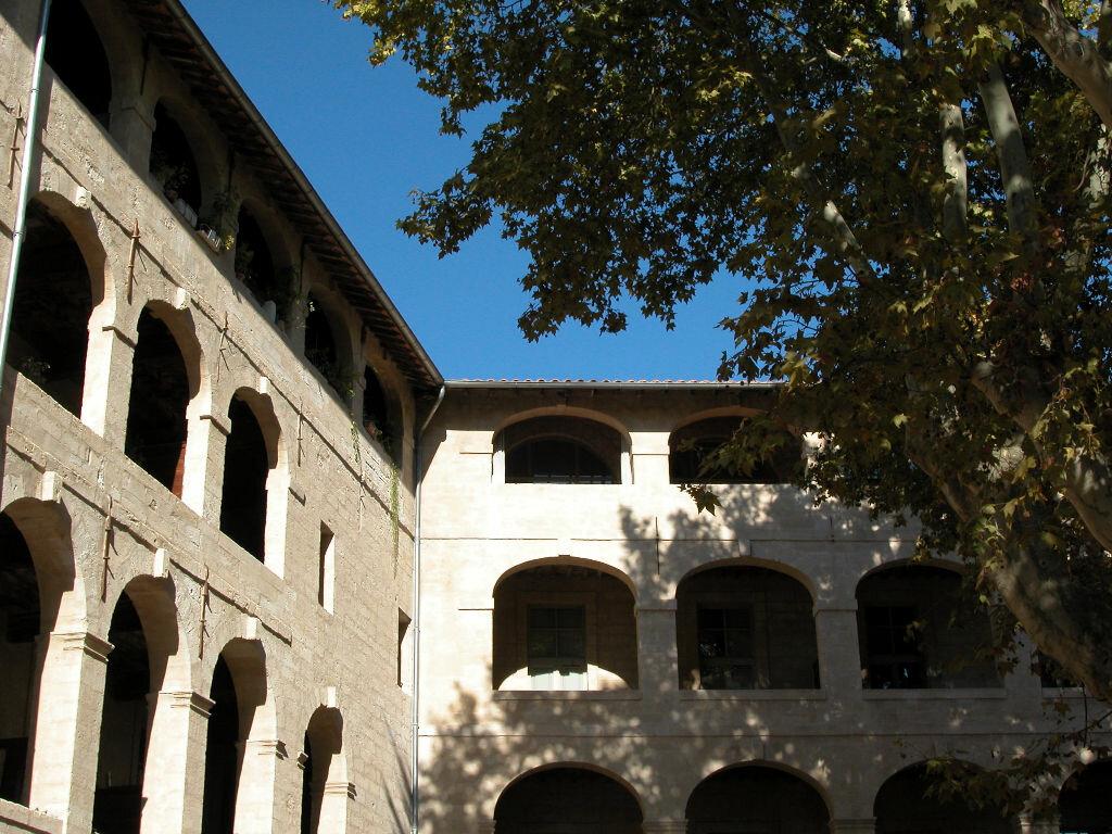 Location Appartement 4 pièces à Avignon - vignette-1