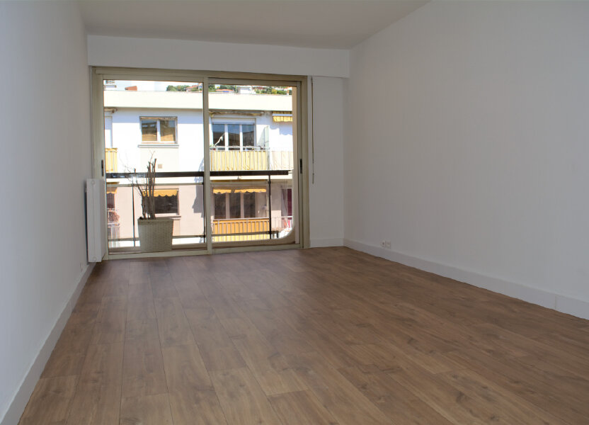 Appartement à louer 59m2 à Nice