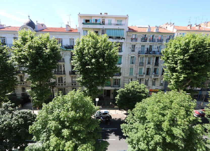 Appartement à louer 75.49m2 à Nice