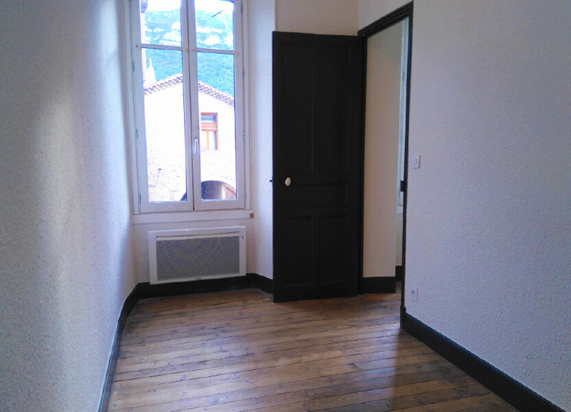 Appartement à louer 94m2 à Laragne-Montéglin