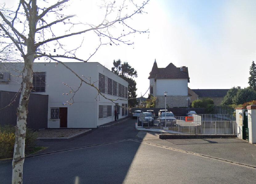 Stationnement à louer 12m2 à Saint-Cyr-sur-Loire