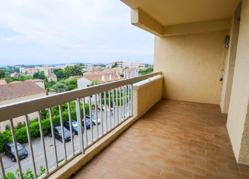 Appartement à louer 61.9m2 à Antibes
