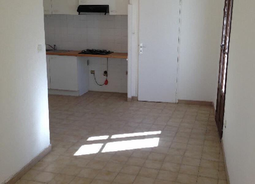 Appartement à louer 21m2 à Marignane