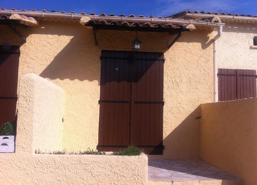 Appartement à louer 16m2 à Marignane