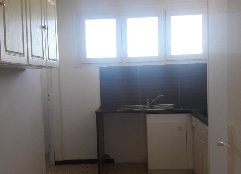 Appartement à louer 60.94m2 à Marignane