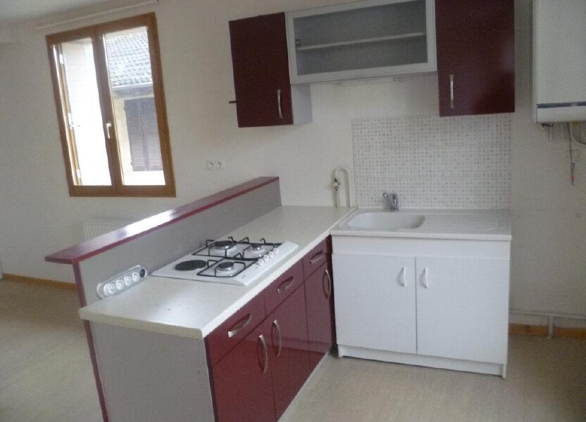 Appartement à louer 37m2 à Saint-Étienne-de-Saint-Geoirs