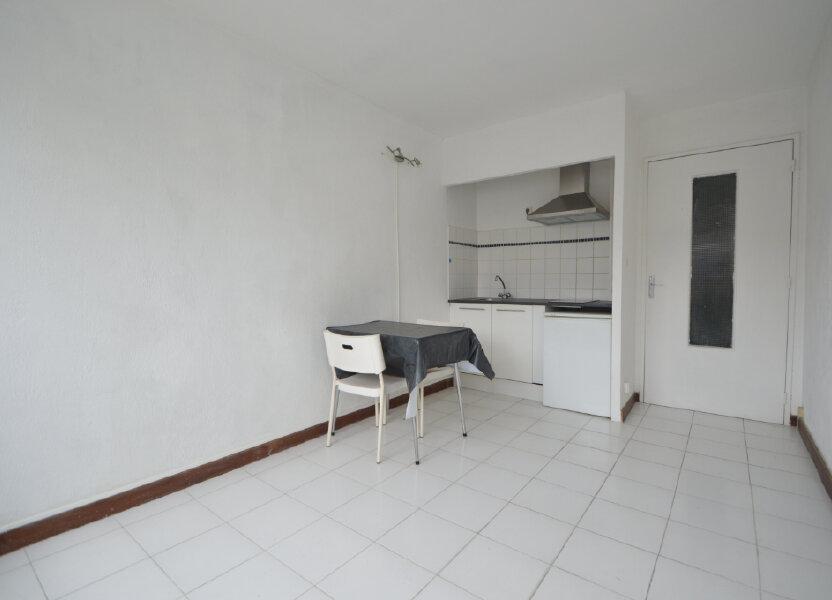 Appartement à louer 18.68m2 à Pau