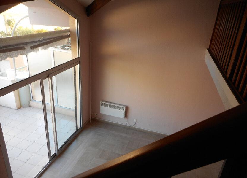 Appartement à louer 63.6m2 à Fréjus