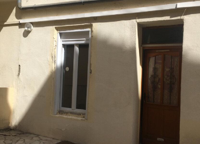 Appartement à louer 27m2 à Nîmes