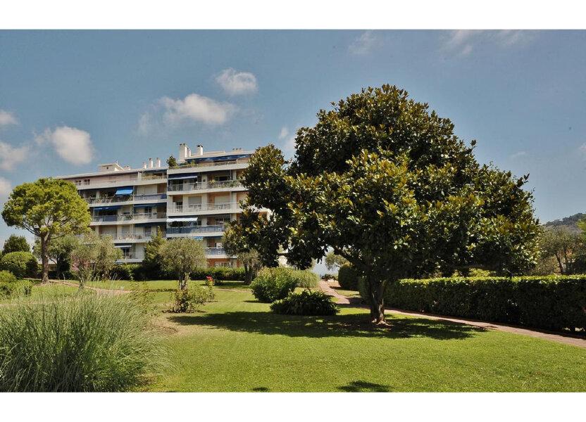 Appartement à louer 85.07m2 à Nice