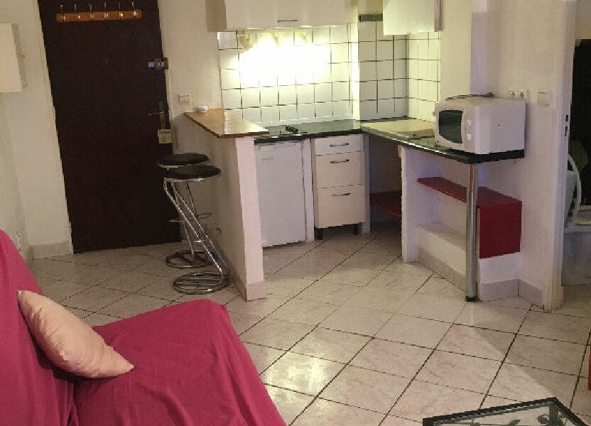 Appartement à louer 22m2 à Antibes