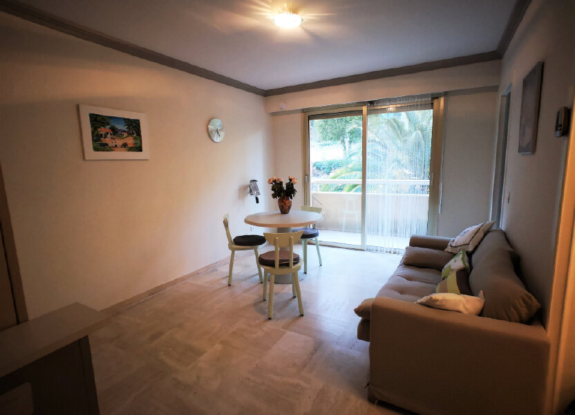 Appartement à louer 26m2 à Grasse