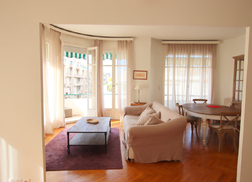 Appartement à louer 94.08m2 à Nice