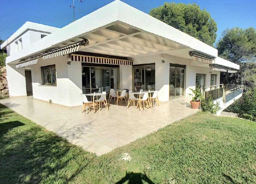Maison à vendre 370m2 à Cagnes-sur-Mer