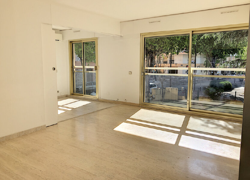 Appartement à louer 71m2 à Antibes