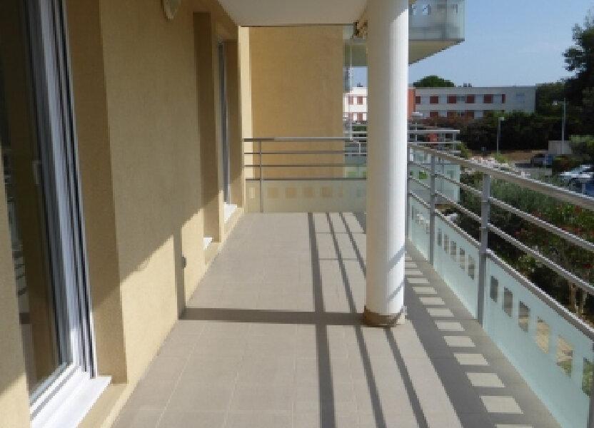 Appartement à louer 63.97m2 à Arles