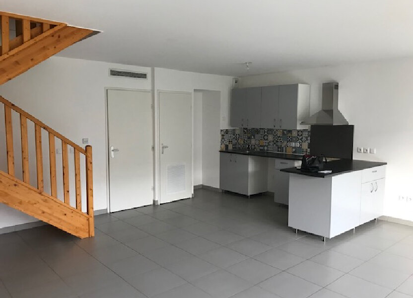 Maison à louer 101.02m2 à Saint-Martin-de-Crau