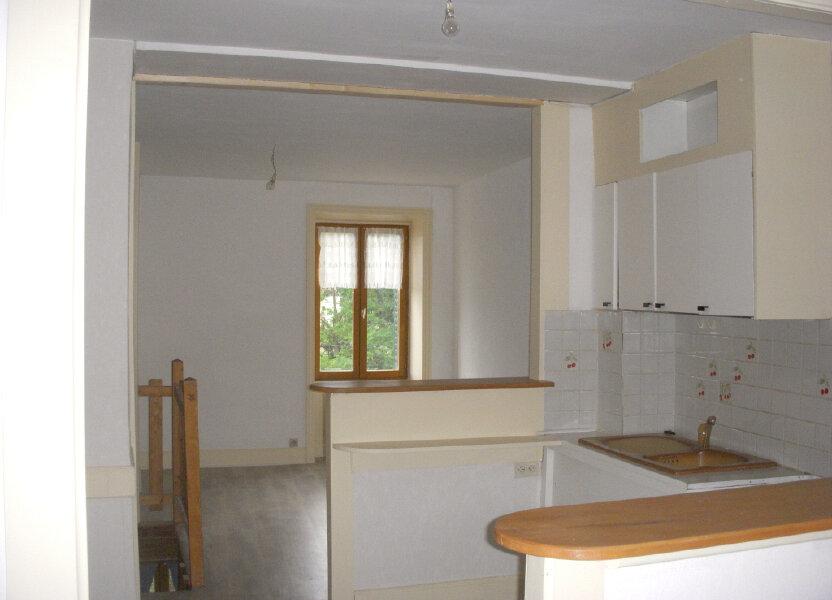 Appartement à louer 49m2 à Saint-Alban-les-Eaux