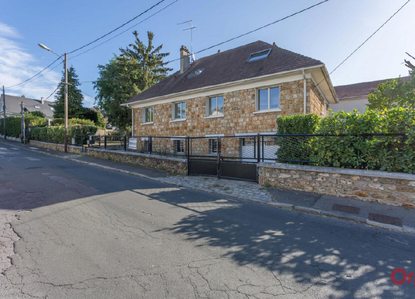 Maison à louer 197m2 à Sainte-Geneviève-des-Bois