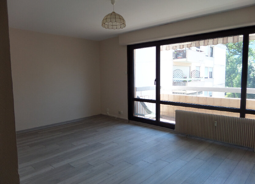 Appartement à louer 62.77m2 à Thyez