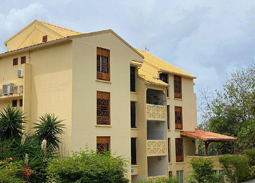Appartement à louer 73.95m2 à Fort-de-France
