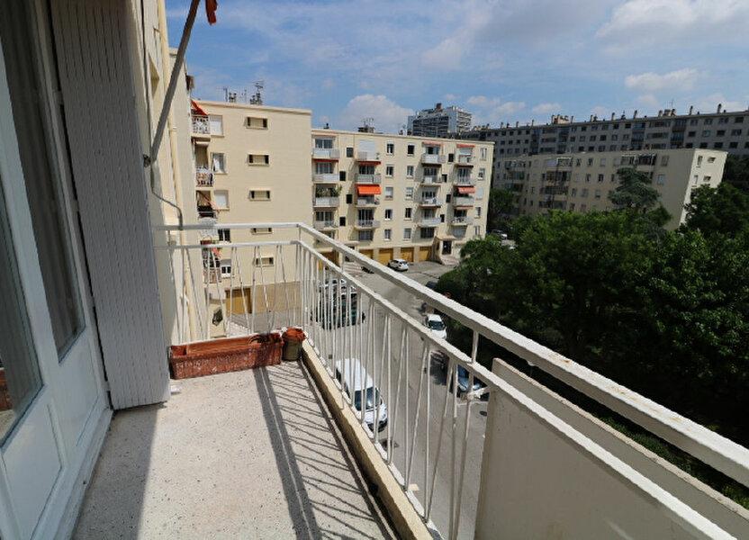 Appartement à louer 63.61m2 à Marseille 8