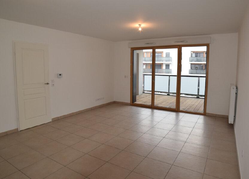 Appartement à louer 65.49m2 à Gex